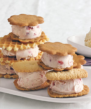 Strawberry ice cream cookies